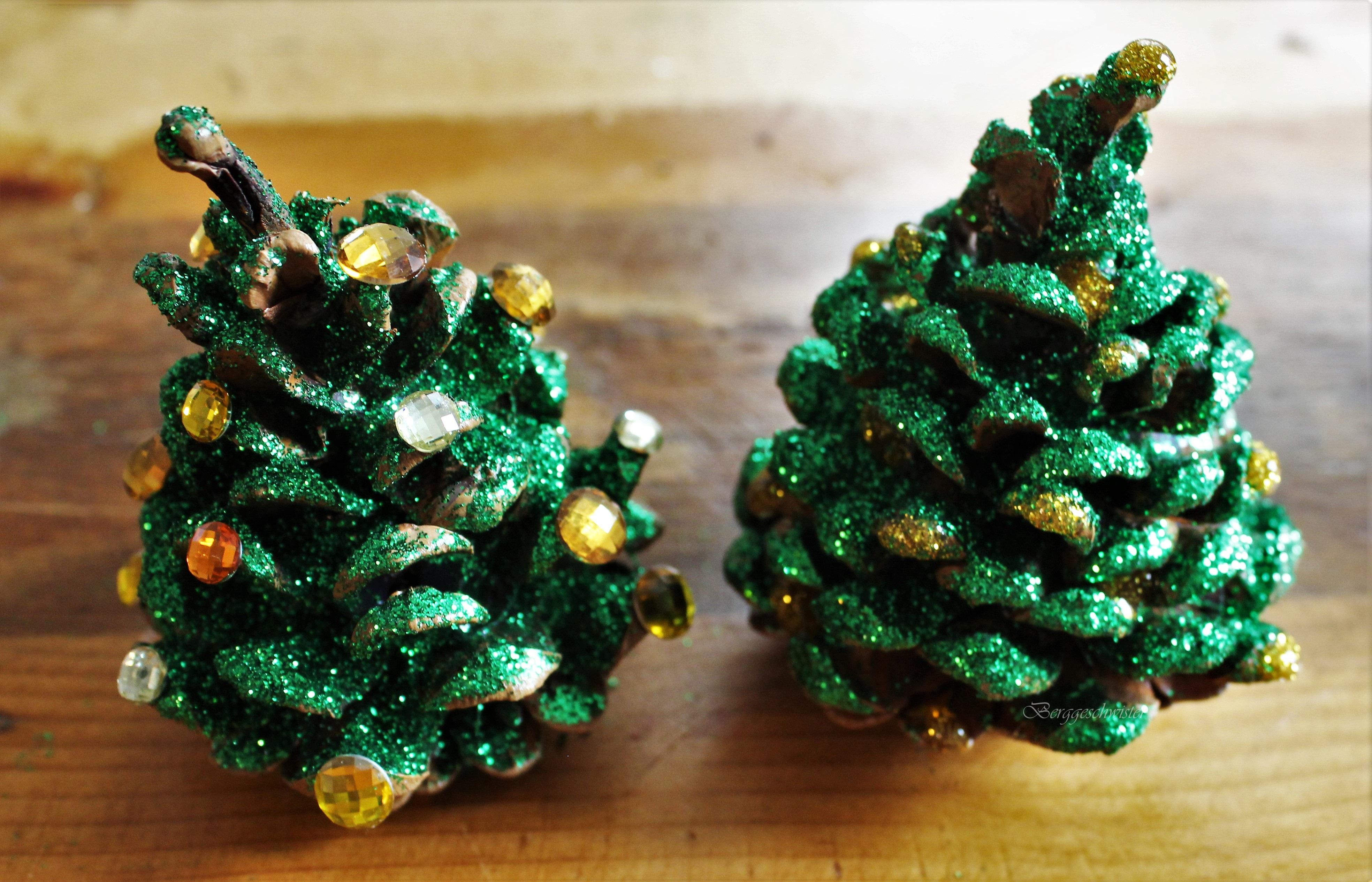 Ungewöhnlich Draht Weihnachtsbäume Im Freien Bilder - Elektrische ...