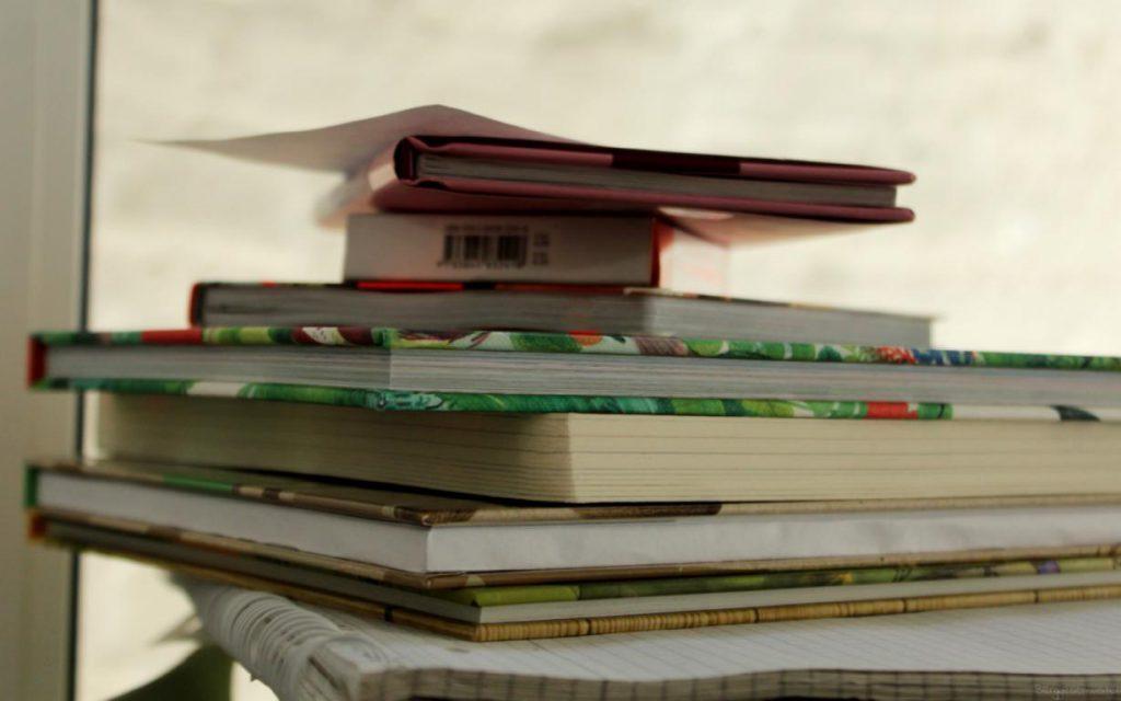 neue Kinderbücher gestapelt
