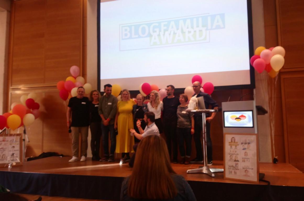 Organisatoren der Blogfamilie auf der Bühne