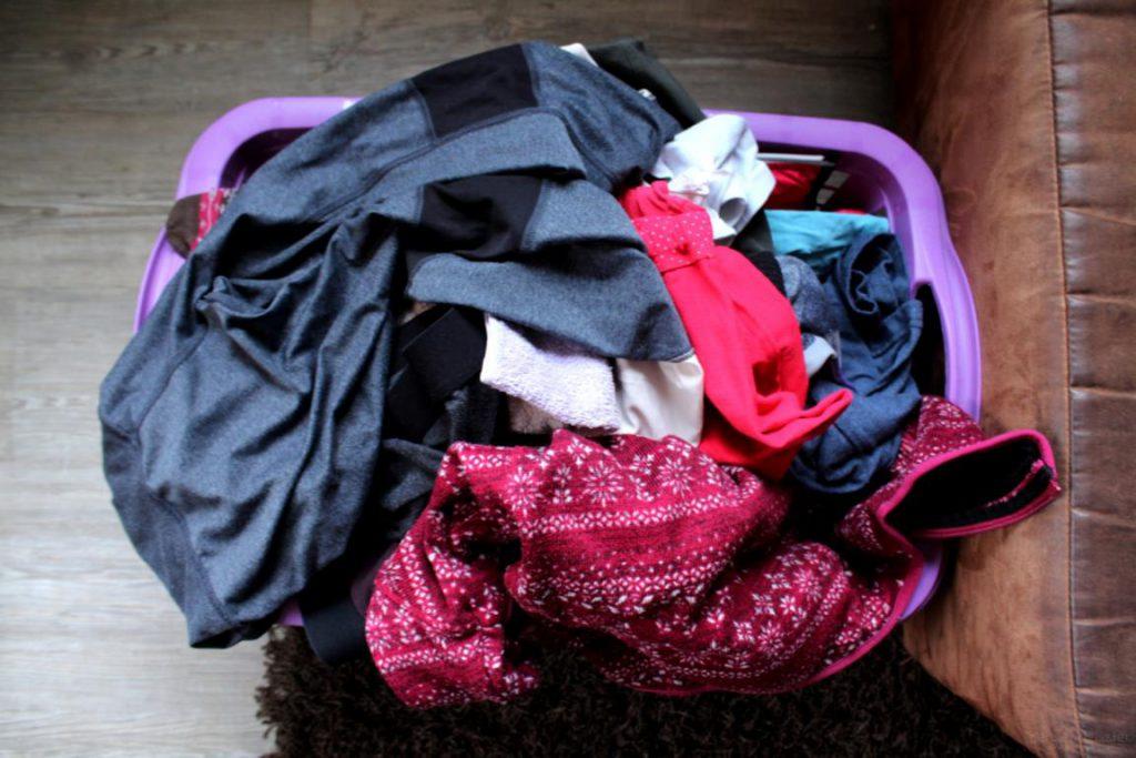Wäsche im Wäschekorb