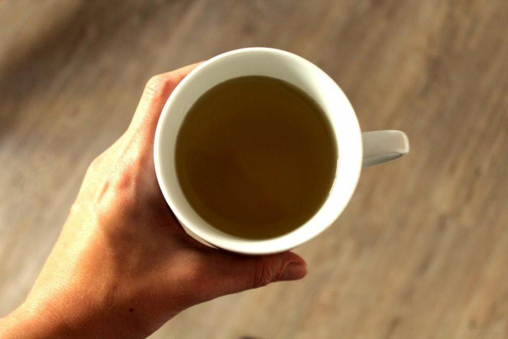 grüner Tee in einer Tasse