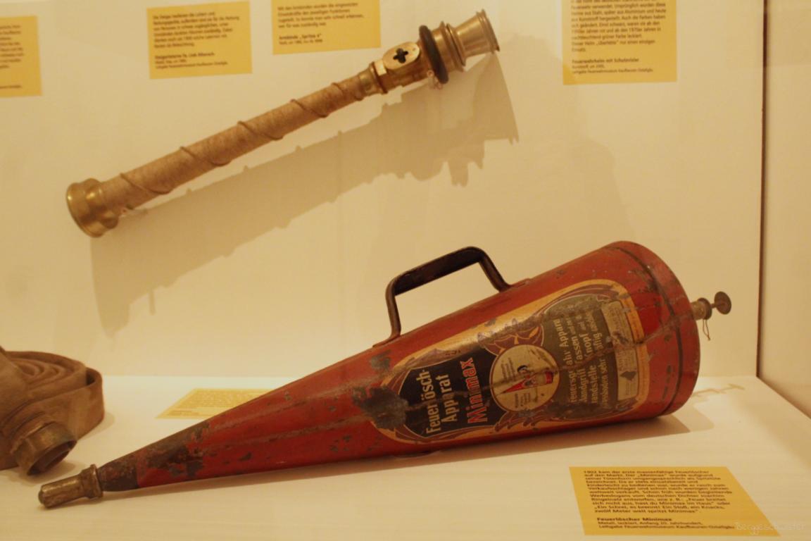 Feuerlöscher für zu Hause Feuerlöschapparat Anfang des 20. Jahrhunderts