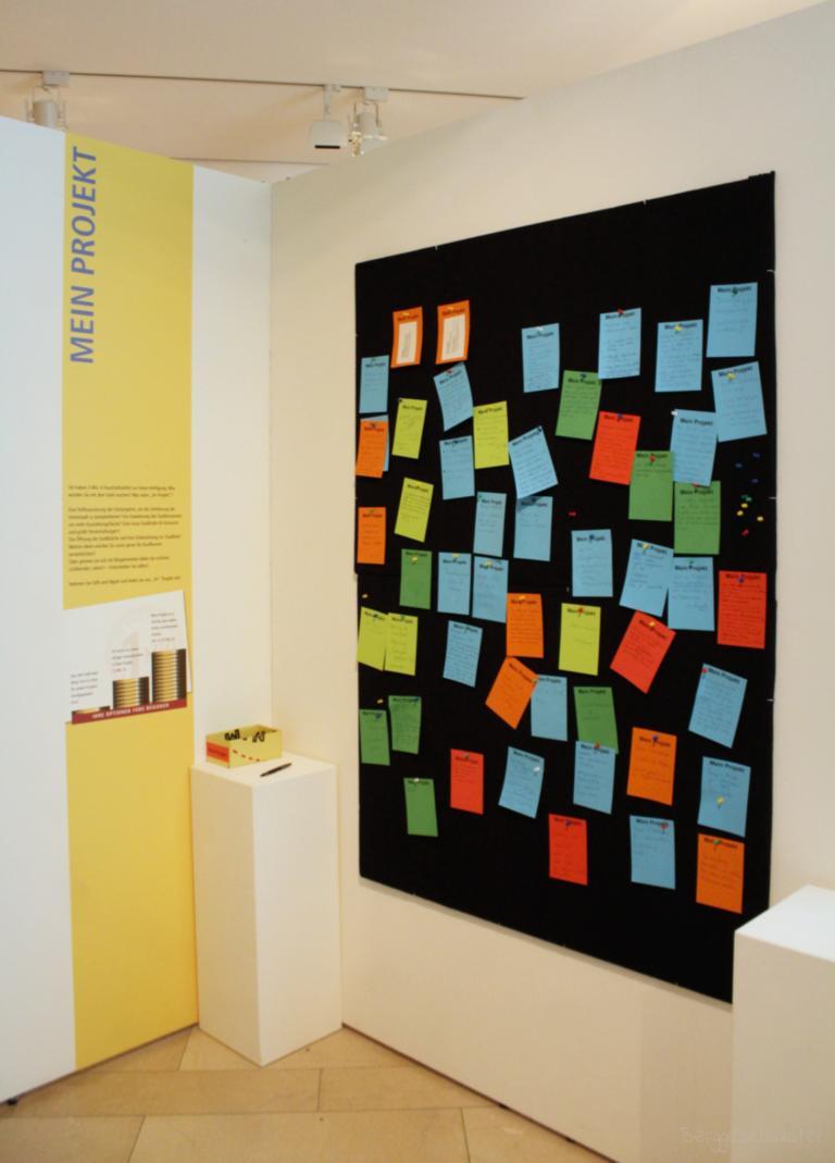 Tafel mit Projekten im Stadtmuseum Kaufbeuren