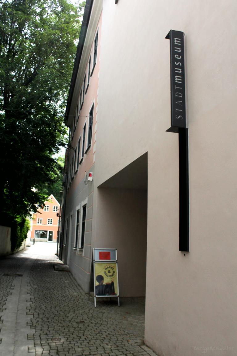 Eingang zum Stadtmuseum Kaufbeuren im Kaisergäßchen