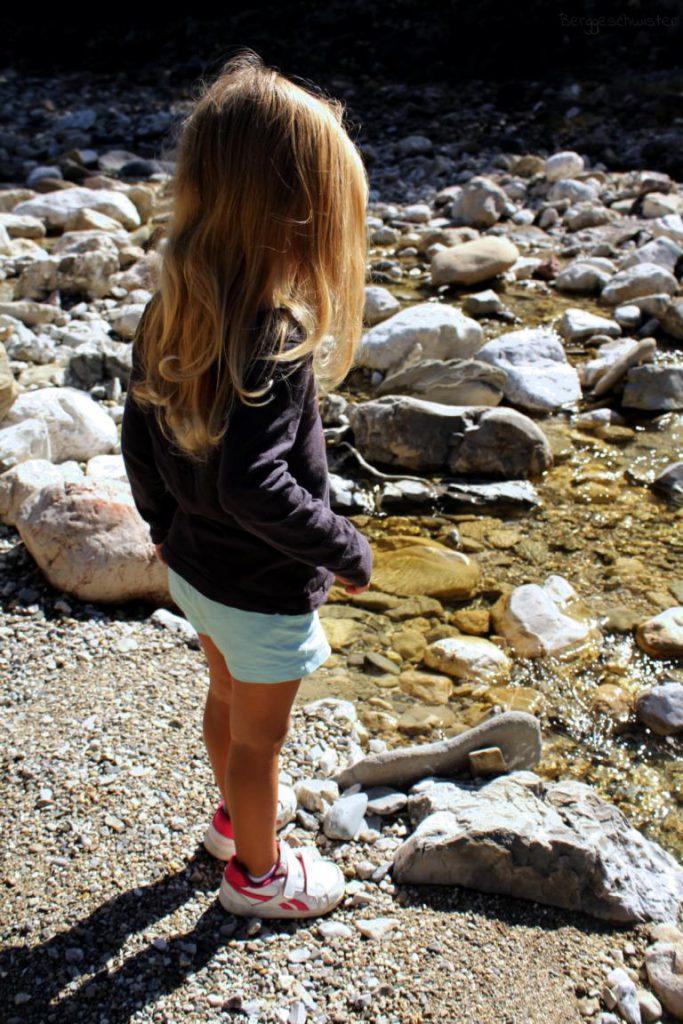 Mädchen am Halblech in den Ammergauer Alpen