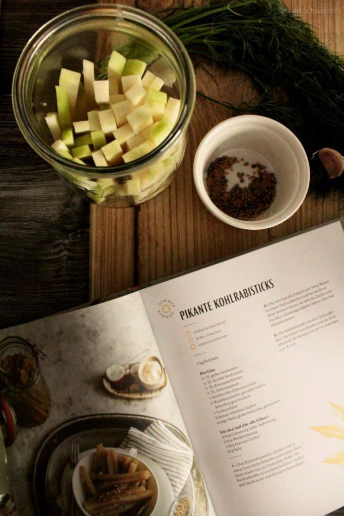 Rezept für pikante Kohlrabisticks im kleinen feinen Einmachbuch