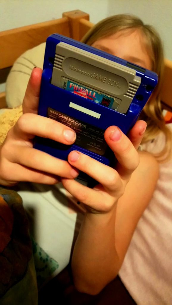 der Gameboy Color in lila
