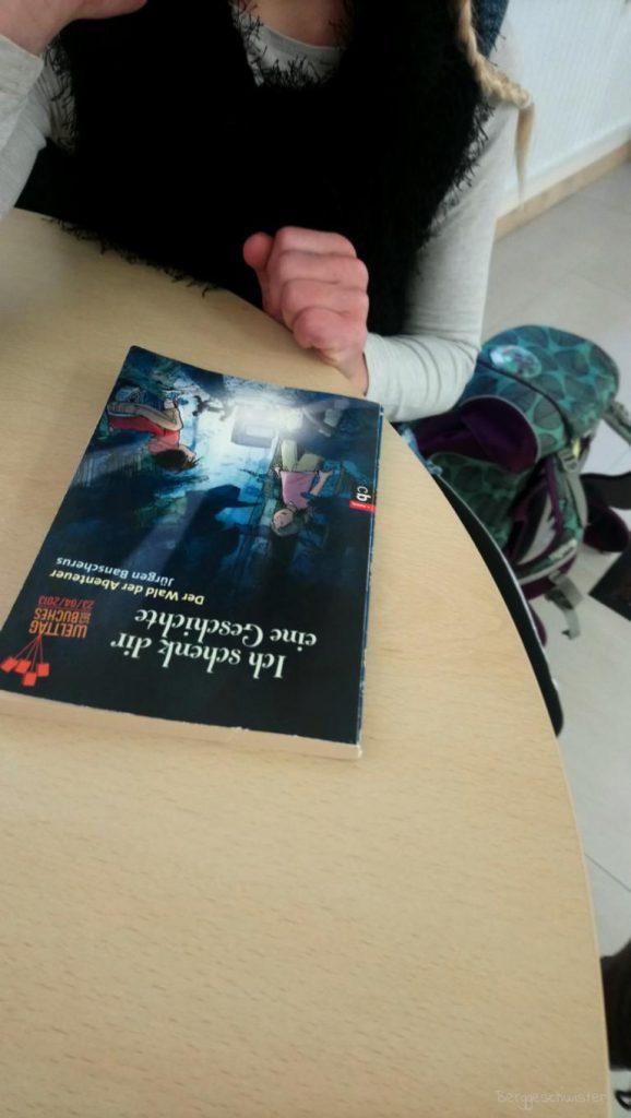 Buch in einer Arztpraxis