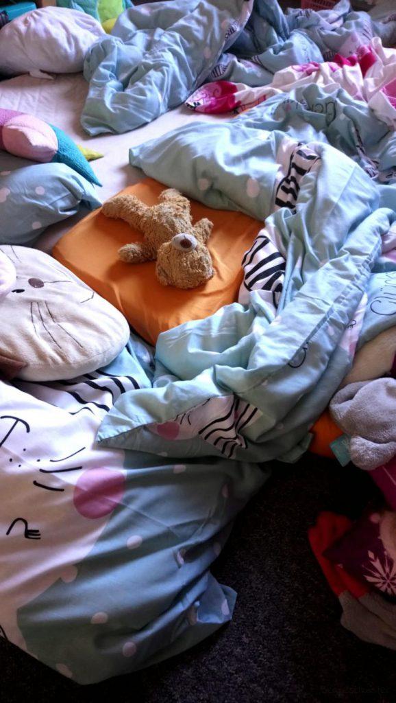 Bettdecken auf dem Boden