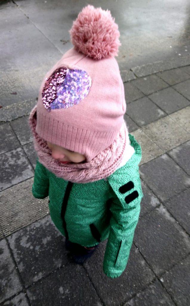 Madchen mit rosa Mütze