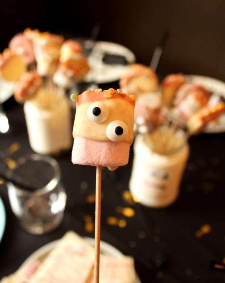 Marshmallow Monster mit Zuckeraugen