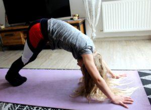 Yogapose herabschauender Hund