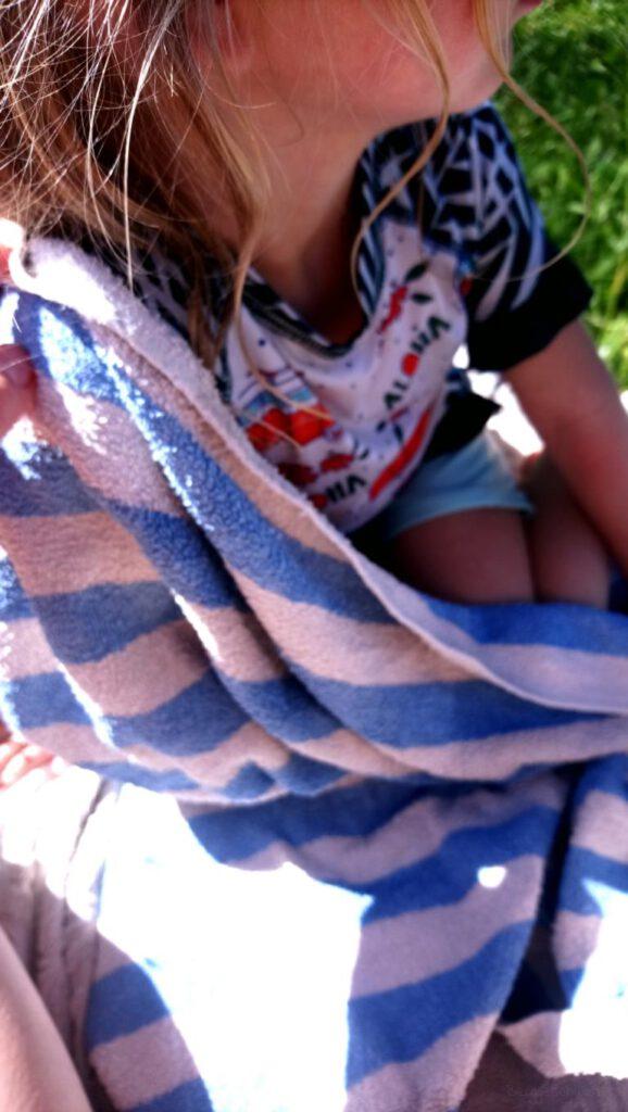 Mdchen mit Ducksday Badeanzug