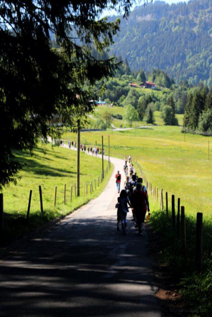 Rückweg Breitachklamm Rundweg zum Parkplatz unterwegs mit Kindern