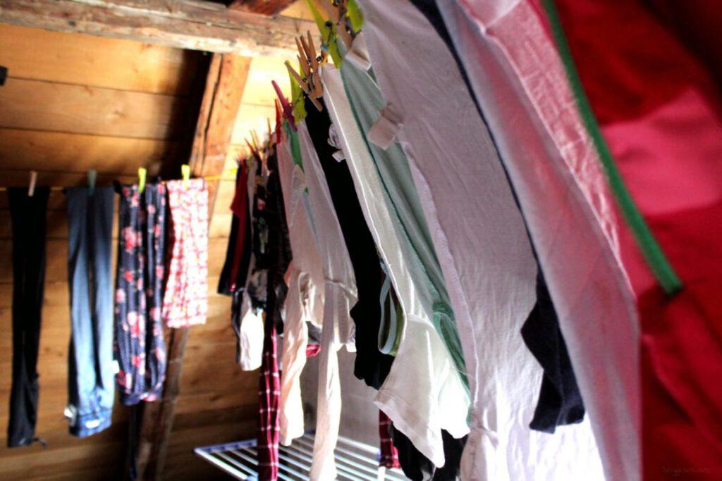 Wäsche auf dem Dachboden
