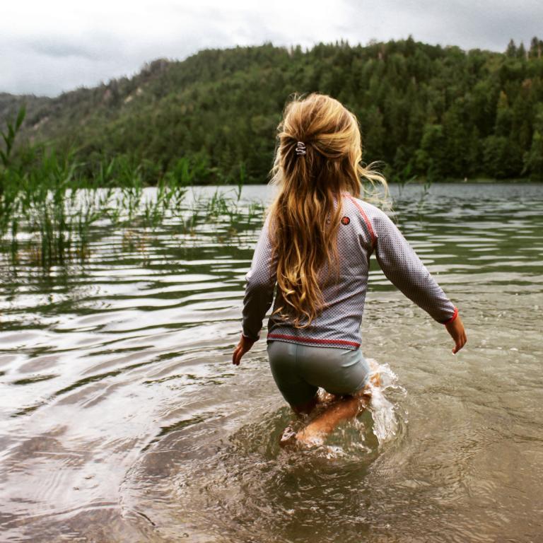Mädchen im See
