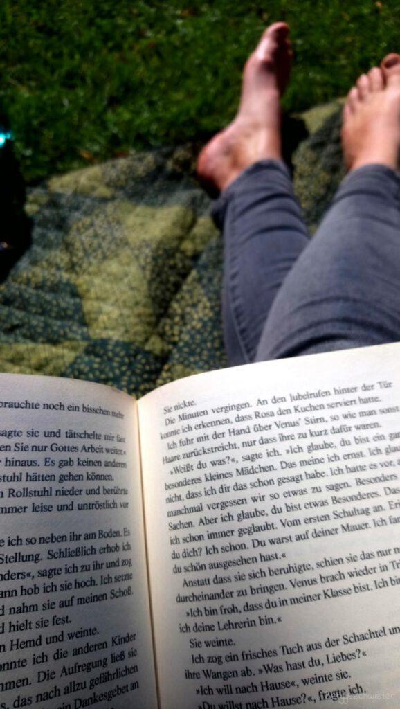 Buchlesen im Park