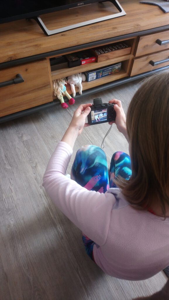 Mädchen mit Fotoapparat