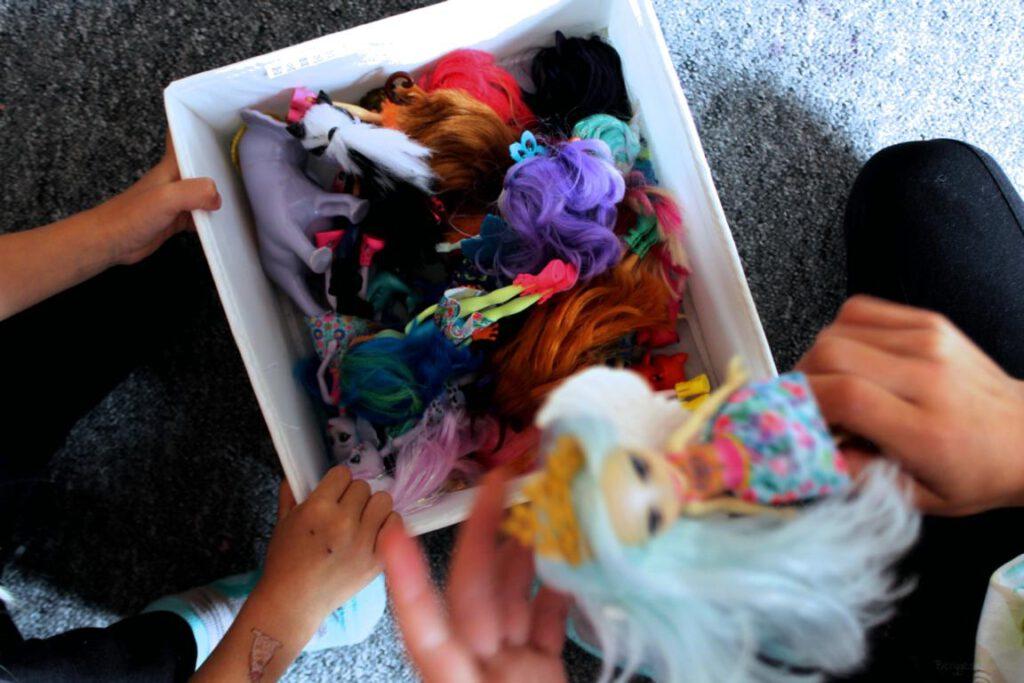 Kiste mit Puppen