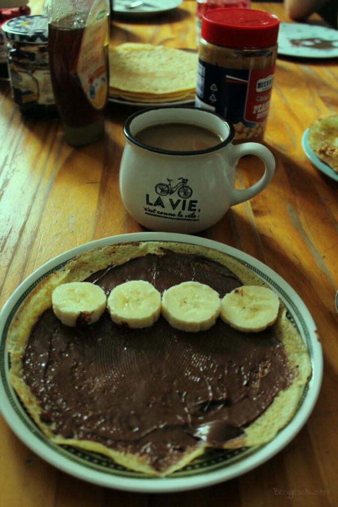 Pfannkuchen mit Schokolade und Banane