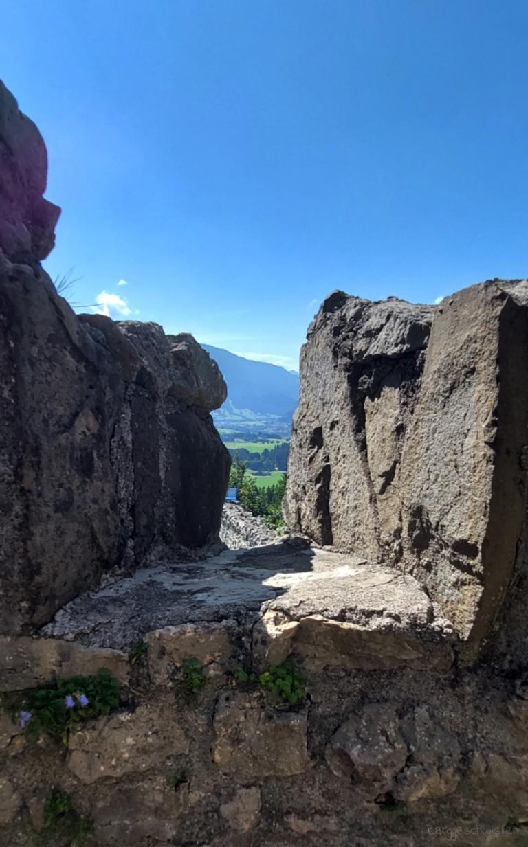 Burgruine Eisenberg Wandern mit Kindern im Allgäu Ausblick Ruine 2