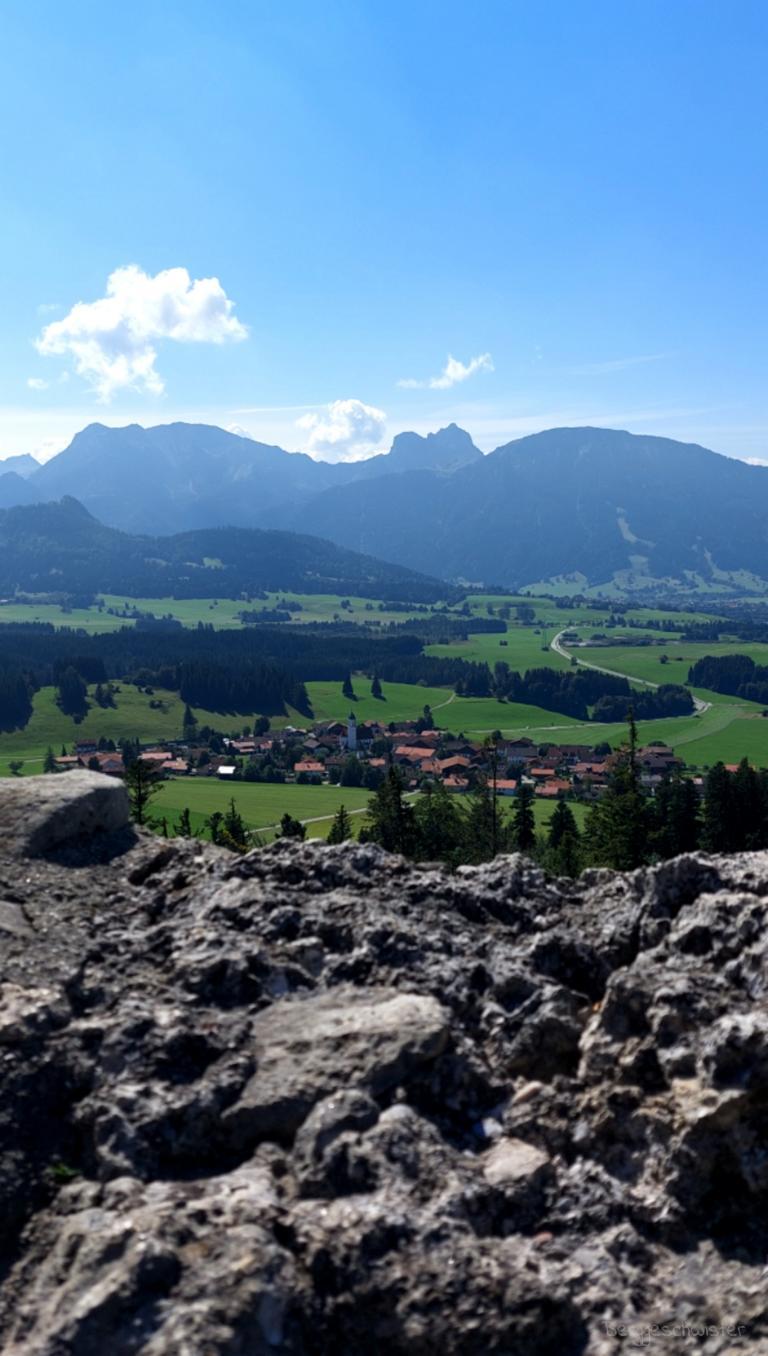 Burgruine Eisenberg Wandern mit Kindern im Allgäu Ausblick Ruine