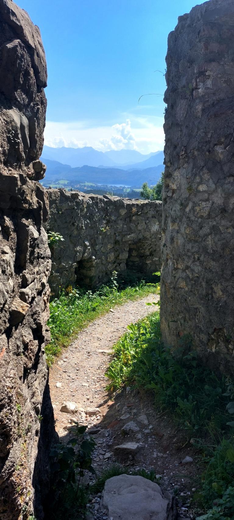 Burgruine Eisenberg Wandern mit Kindern im Allgäu Zwinger Ausblick